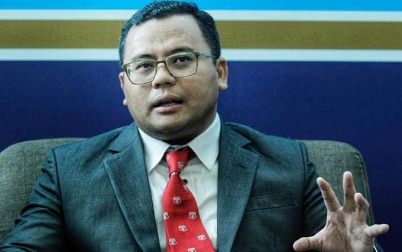 Selangor government has decided to hand out an amount of RM 100,000 to its assemblymen and RM 50,000 to its MPs to help fight challenges induced amid the coronavirus pandemic