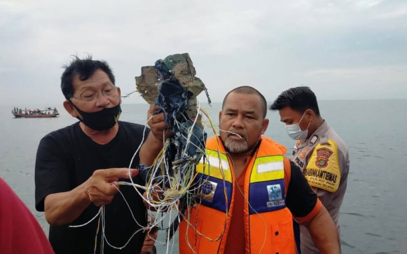 Indonesian Sriwijaya Airplane crashed in a sea.