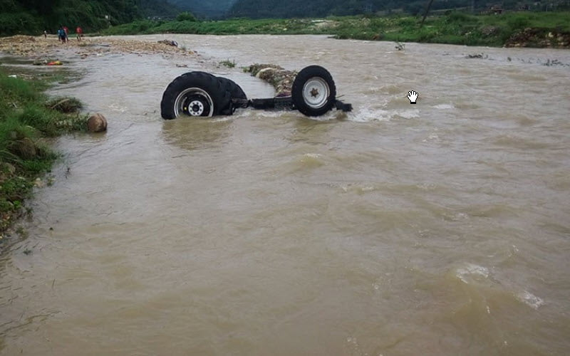 Nine dead after a car plunges in Batang Lupar river.