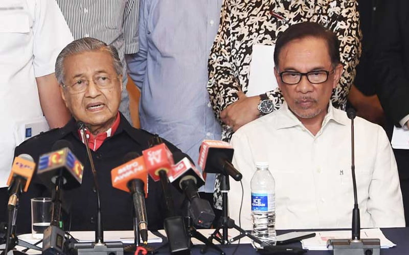 Former Prime Minister Dr Mahathir Mohamad and PKR President Anwar Ibrahim.